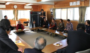 At Support Center Gangoya (Shinchi Town, Soma County, Fukushima), facilitated by Mr. Susumu Matsumoto, a staffer of our Project, some temporary housing residents described to the bishops the hardships they were still experiencing.
