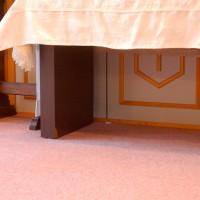 """愛知聖ルカセンターこども英会話 """"It's under the table!"""""""